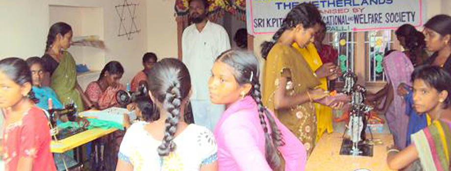 FASHION DESIGNING AND DRESS MAKING  TRAINING PROGRAMME